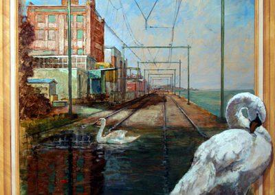 Een schilderij van twee zwanen op trein rails